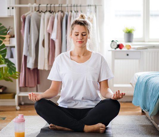 Coronavirus Frau Yoga zuhause Bodfeld Apotheke Blog
